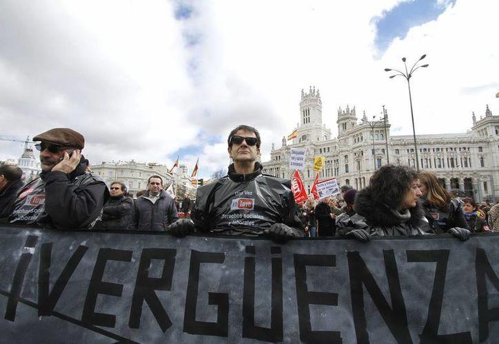 España es uno de los países más golpeados por la crítica situación en la zona Euro, el FMI pronostica baja en el PIB de dicha nación. (Archivo/Agencias)