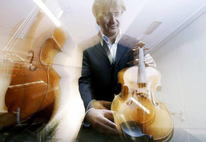 El instrumento, de casi 300 años de antigüedad, había sido cedido a Frank Almond, el concertino (el violinista primero y solista) de la Orquesta Sinfónica de Milwaukee. (EFE)