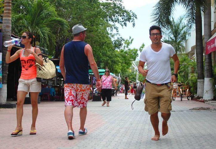 Hace dos años Joseph Michael K Liu Roqueñi inició un recorrido a pie. (Daniel Pacheco/SIPSE)