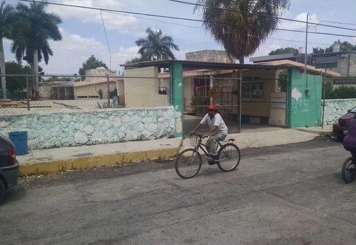 Tras el ataque de las abejas, se suspendieron las clases en la escuela primaria 'Alfonso Urreta Carrillo', en la colonia Francisco I. Madero. (Jorge Sosa/SIPSE)