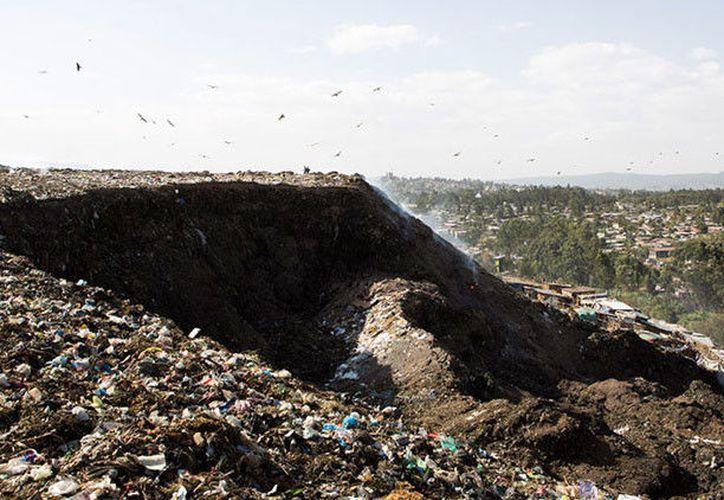 El alcalde de Adís Abeba prometió reubicar a los sobrevivientes del vertedero. (RT)