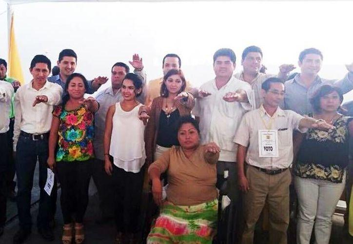 Integrantes del PRD durante la jornada de ayer. (Milenio Novedades)