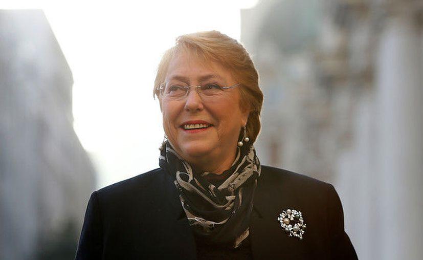 La mandataria asegura que esa medida es para la protección y dignidad de todas las chilenas. (Foto: Fortín Mapocho).