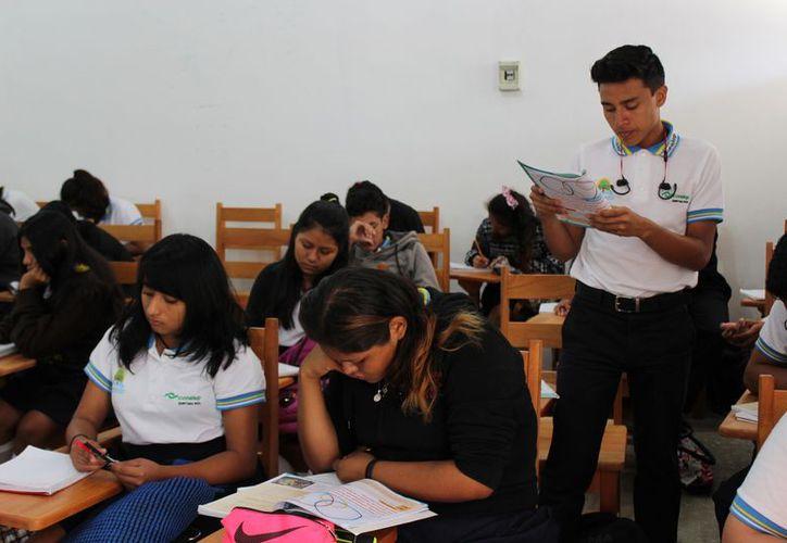 Los sistemas educativos implementan extensiones para que los estudiantes tengan cupo. (Adrián Barreto/SIPSE)