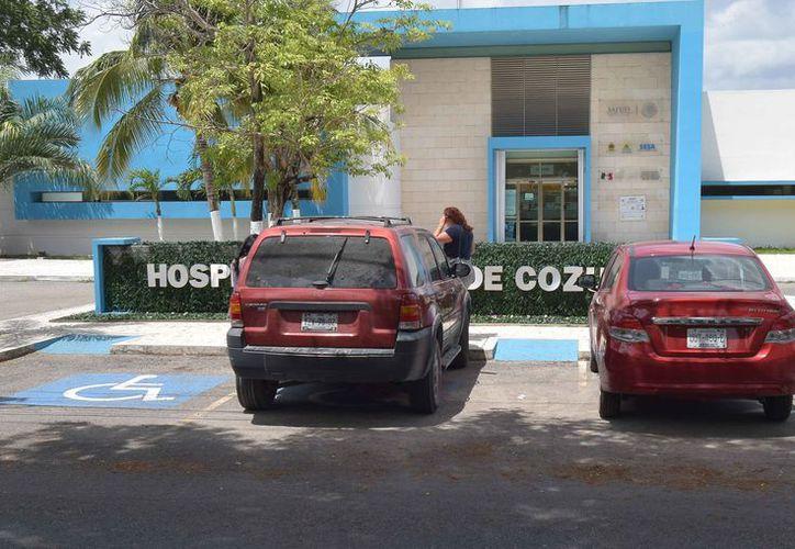 Los estacionamientos azules deben ser respetados de acuerdo con el Reglamento de Tránsito. (Gustavo Villegas/SIPSE)