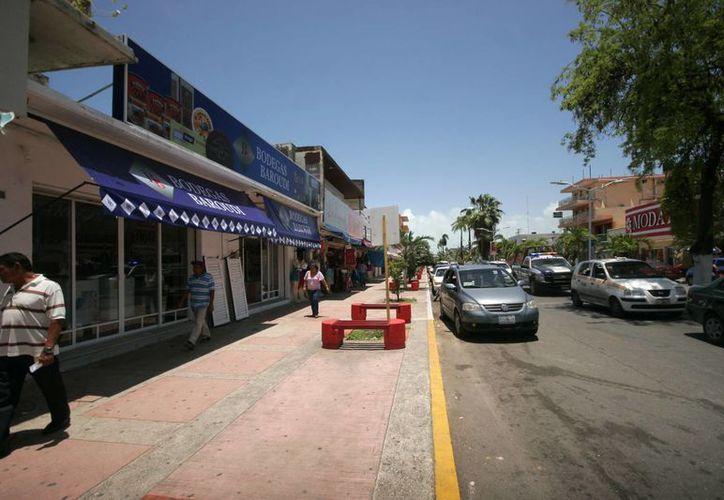 Las ventas caen hasta en un 70 por ciento para los comercios de la avenida Héroes. (Harold Alcocer/SIPSE)