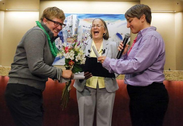 La primera licencia matrimonial se emitió este 15 de octubre de 2014 en Boise, capital de Idaho, a la pareja lesbiana formada por Rachel (izq) y Amber. (Foto: AP)
