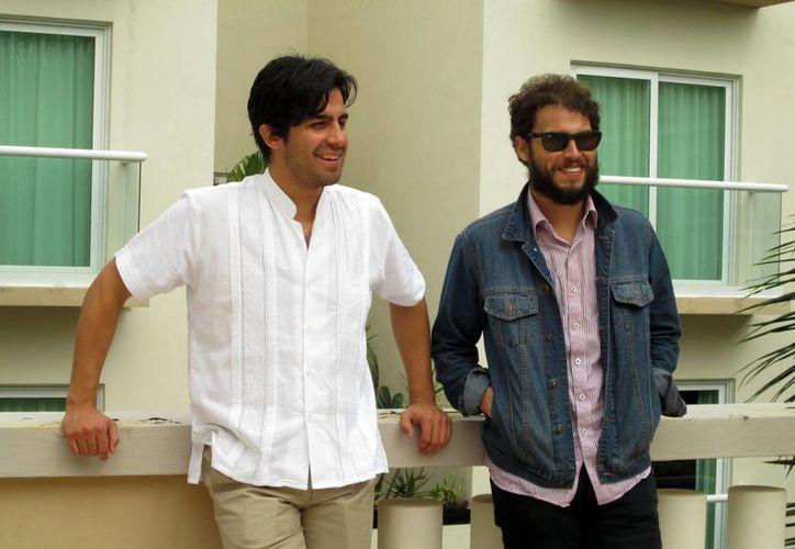 Los integrantes de Enjambre, Ángel Sánchez y Rafael Navejas, quienes volverán a dar un concierto en Mérida en enero próximo. (Milenio Novedades)