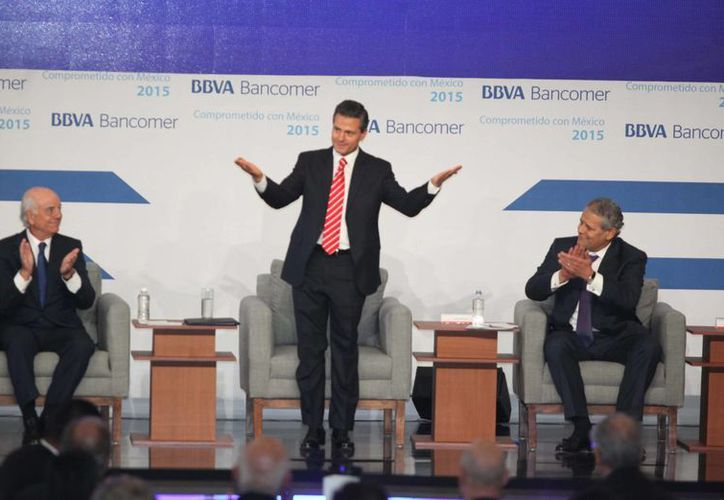 El presidente Enrique Peña Nieto, encabezó la Reunión Nacional de Consejeros de una institución financiera, donde confirmó que la SEP trabajará conforme a los calendarios aprobados por el Instituto Nacional para la Evaluación de la Educación (INEE). (Notimex)