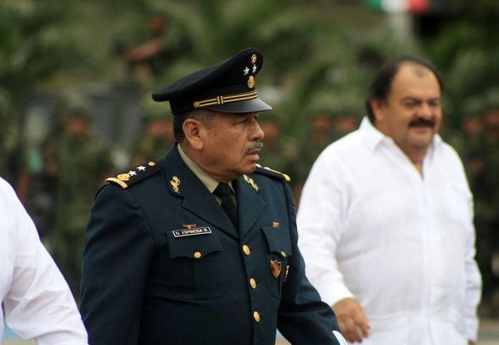 El alcalde Eduardo Espinosa Abuxapqui se reunió con el general Dagoberto Espinoza Rodríguez. (Harold Alcocer/SIPSE)