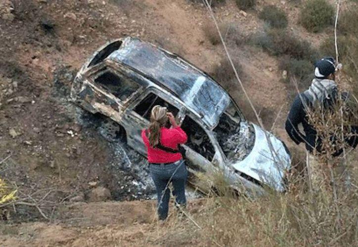 Se confirmó el hallazgo de tres cadáveres calcinados dentro de una camioneta en Tijuana. (bcreporteros.com)
