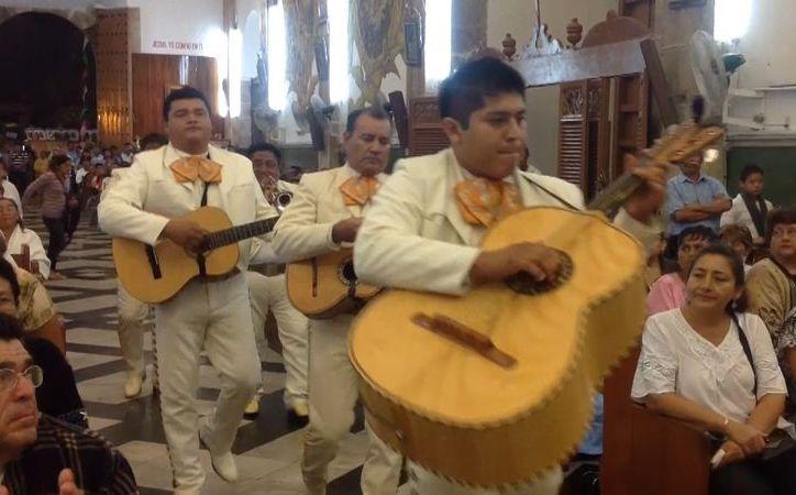 """El Mariachi Águila tocó para La Virgen de Guadalupe melodía como """"Amor Eterno"""", """"La Guadalupana"""" y """"Juan Diego"""". (David Pompeyo)"""