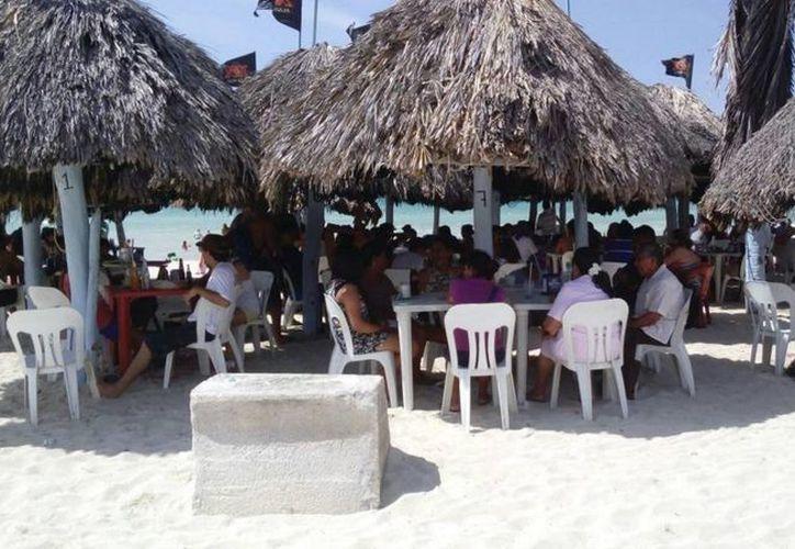 La Canacome indica que la temporada vacacional dejó unos dos mil nuevos empleos en el litoral yucateco. (Notimex)