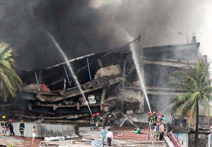Al menos nueve personas han fallecido y 50 han resultado heridas en la explosión en una fábrica textil de Bangladesh. (European Pressphoto Agency).