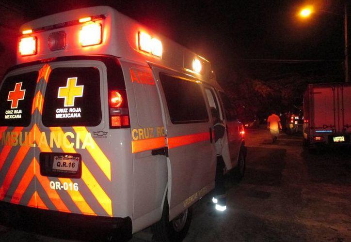 Paramédicos de la Cruz Roja llegaron al Fraccionamiento Villas del Mar lll. (Redacción/SIPSE)