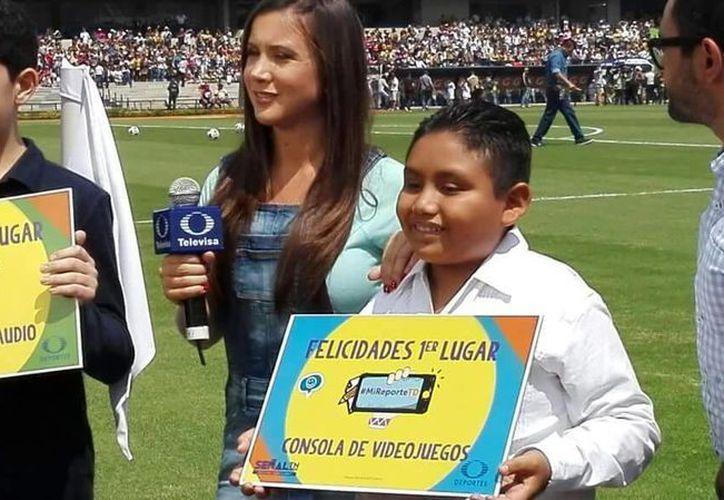 El estudiante yucateco Yered García Mis ganó las seis categorías del concurso nacional de Televisa Deportes, lo que le dio oportunidad de asistir como invitado especial al partido Pumas vs Chivas. (Fotos: Milenio Novedades)