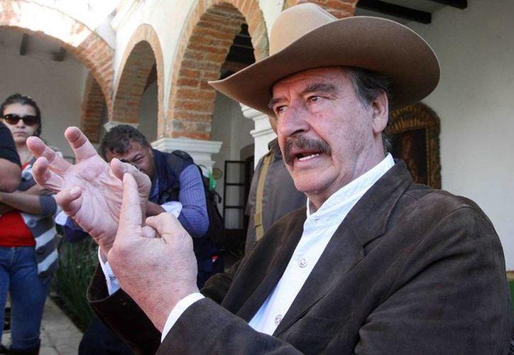 De nueva cuenta, el expresidente Vicente Fox volvió a criticar a su sucesor, Felipe Calderón, por la política de seguridad; dijo que Enrique Peña Nieto ha hecho mejor trabajo que el político michoano. (vanguardia.com.mx)