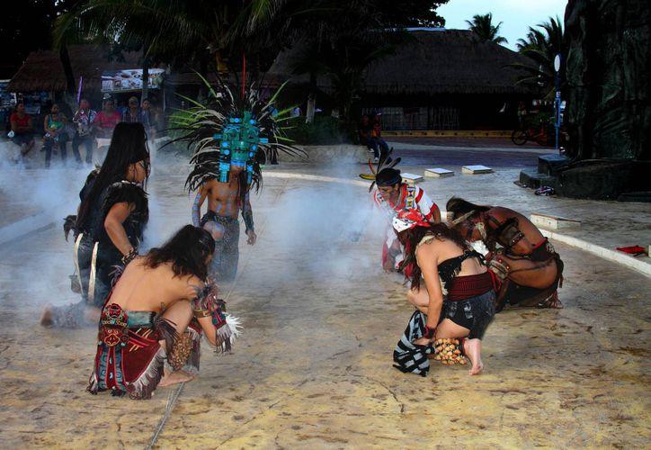 La CROC invita a celebrar con danzas prehispánicas el inicio de 2015. (Octavio Martínez/SIPSE)
