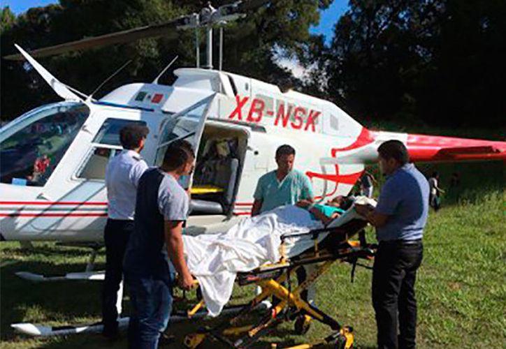 Personal aéreo trasladaba a una mujer con signos de preeclampsia. (Foto: Proceso)