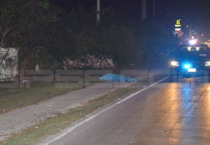 El hombre falleció instantáneamente tras ser atropellado y arrastrado por casi 30 metros. (Carlos Navarrete/SIPSE)