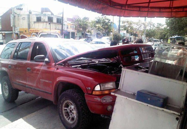 El accidente fue en la Ruta 5 con Avenida Kabah. No se reportaron lesionados. (Redacción/SIPSE)