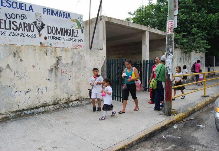 Las autoridades educativas contrataron a maestros para escuelas de nivel básico. (Tomás Álvarez/SIPSE)
