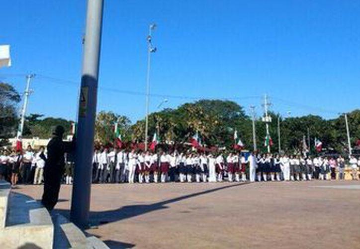 Más de 37 escoltas de diversas instituciones escolares de la ciudad celebraron el 196 aniversario de la bandera mexicana. (Katia Leyva/Milenio Novedades)