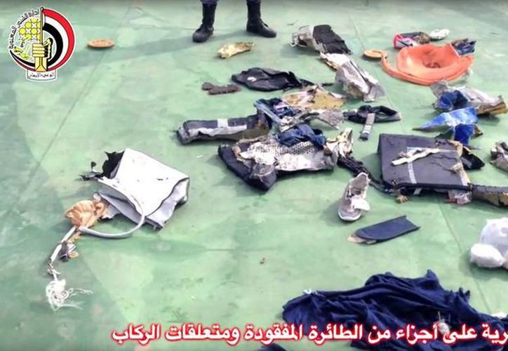 Las autoridades egipcias han recuperado restos tanto de la aeronave como de las pertenencias de los pasajeros del vuelo 804 del avión de EgyptAir.