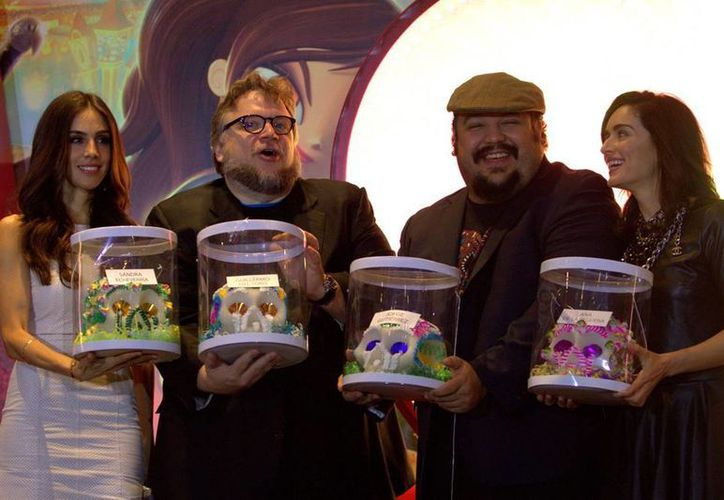 Guillermo del Toro (i) presidió la presentación del filme de Jorge Gutiérrez. (Notimex)