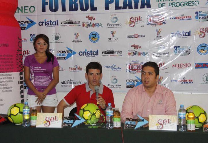 La conferencia de prensa fue presidida por Daniel Rossello, a quien acompañó el Alcalde de Progreso. (Milenio Novedades)