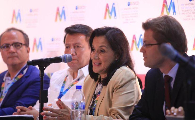 Adriana Labardini en su participación en la Reunión Ministerial de la OCDE. (Luis Soto/SIPSE)