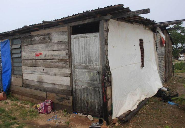 De presentarse un huracán en la entidad, muchas familias tendrán que ver la manera de resguardar su patrimonio y salir a refugiarse. (Harold Alcocer/SIPSE)
