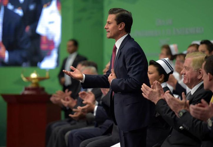 Imagen del presidente Enrique Peña Nieto al celebrar el Día de la enfermera y el enfermero 2017, en Los Pinos. 'Las familias del país tienen en cada uno de ustedes, auténticos ángeles de la guarda', aseguró. (Presidencia)