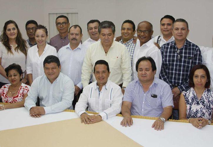 La reunión con los profesionistas inició a las 10:00 de la mañana.