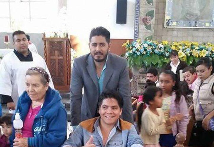 Luis Ángel García, Cachorro, miembro de la 'Banda Pequeños Musical', sufrió una descarga eléctrica el fin de semana, pero en esta foto se muestra bastante reestablecido. (Facebook)
