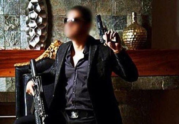 En una cuenta de Twitter que presuntamente pertenece a 'El Chino Ántrax' se difunden imágenes de él con armas. (Milenio)