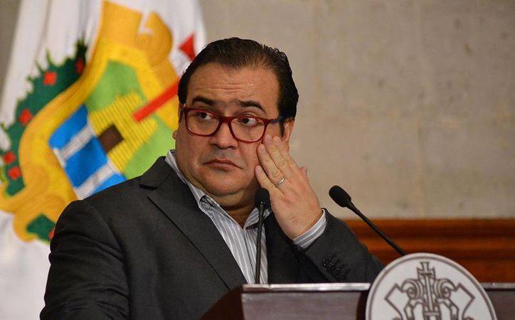 El gobernador de Veracruz, Javier Duarte, dijo que tiene la conciencia tranquila, ya que, aseguró, no tiene cuentas en el extranjero y no tocó ni un solo peso del erario público. (Yerania Rolón/proceso.com)