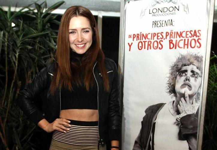 La actriz Ariadne Díaz debuta como escritora de novelas. En la foto, en el reciente estreno de la obra de teatro 'De príncipes, princesas y otros bichos'. (Notimex)