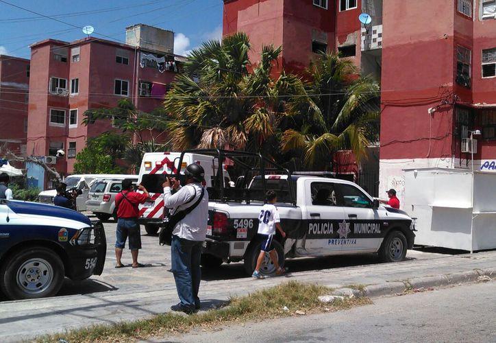 Al lugar arribó la Policía Municipal y personas de la Cruz Roja. (Pedro Olive/ SIPSE)