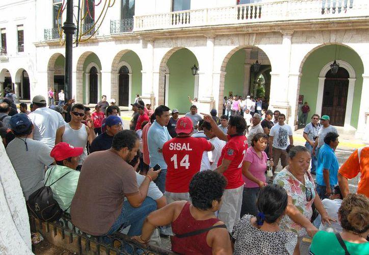 La protesta de pepineros frente al Palacio de Gobierno en Yucatán. (SIPSE)