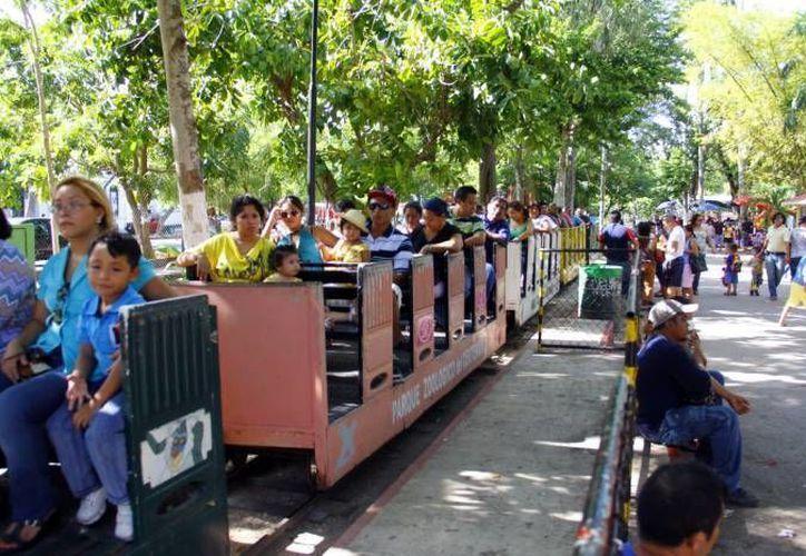 El trenecito es una de las principales atracciones del parque zoológico del Centenario. (SIPSE/Archivo)