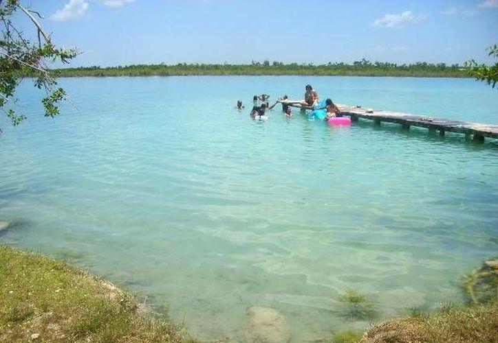 Empresarios de Bacalar buscan opciones ecológicas para dar tratamiento a sus aguas negras. (Contexto)