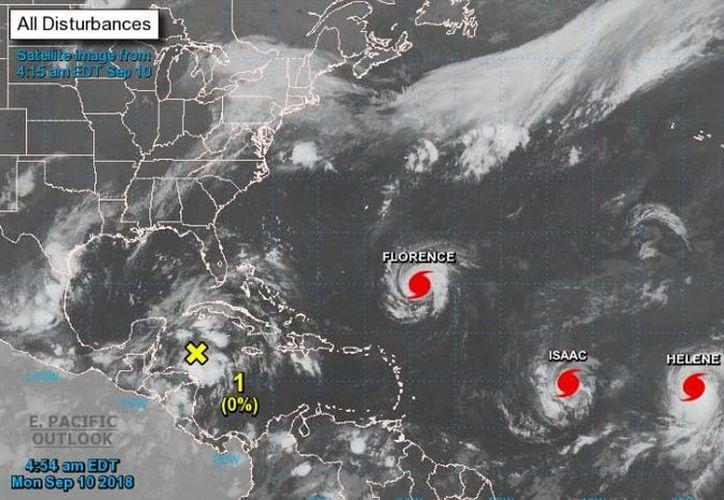 Existe la posibilidad de que el centro de la Baja Presión se mueva lentamente hacia el extremo oeste y a través del Canal de Yucatán. (NOAA)