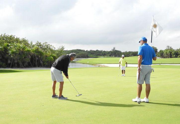 La competencia se realizó en los campos Puerto Cancún y Playa Mujeres. (Raúl Caballero/SIPSE)