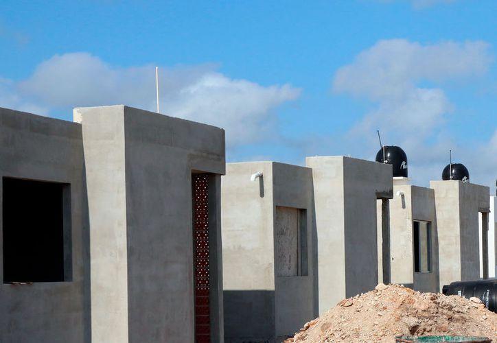 Según un experto, en Yucatán, los constructores de casas no están obligados a acatar una norma que busca evitar el calentamiento de las casas habitación, en Mérida. (Archivo/SIPSE)