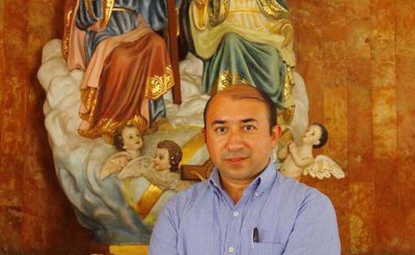 El padre Alejandro Álvarez Gallegos es el encargado de la Dimensión Diocesana de la Pastoral de la Salud. (Juan Carlos Albornoz/SIPSE)