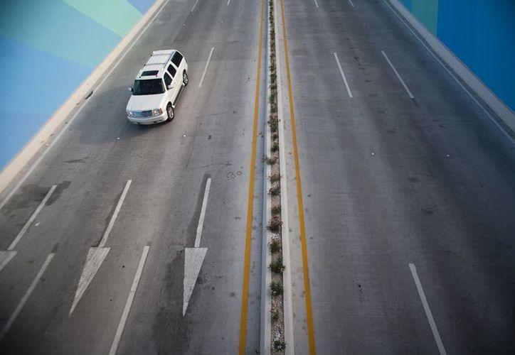 Continuarán con la obra de acceso a Cancún, kilómetro 295 de la carretera Mérida-Cancún a avenida López Portillo. (Víctor Ruiz/SIPSE)