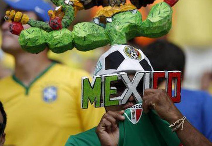 La FIFA analiza si las porras en el partido México vs Brasil no se excedieron en insultos. (AP)
