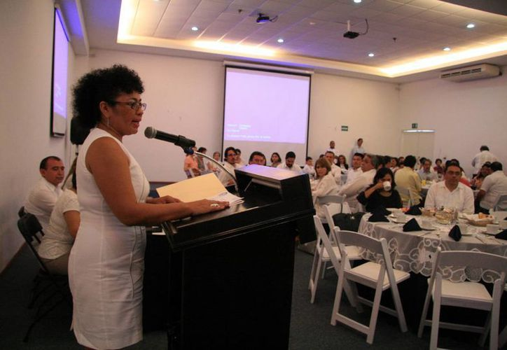 Imagen de la presidenta del Colegio de Psicólogos de Yucatán, Susana del Socorro Covarrubias Arjona, quien manifestó que el objetivo de la nueva directiva es posicionar al colegio a través de la certificación y una publicidad calificada. (Milenio Novedades)