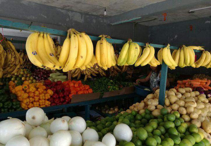 El plátano alcanzó desde hace dos meses el precio de 20 pesos el kilo. (Joel Zamora/SIPSE)